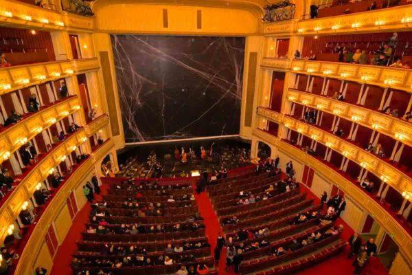 Milan Opera Limousine Service